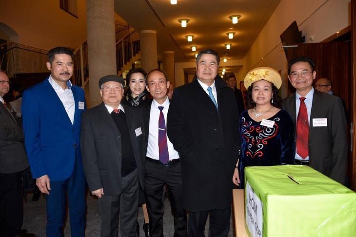 Vietnamesen in Deutschland feiern Tetfest - ảnh 1