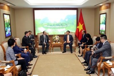 Vizepremierminister Vuong Dinh Hue empfängt Geschäftsführer von Sumimoto Mitsui - ảnh 1