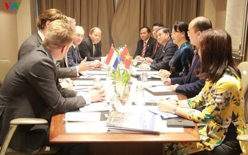 Parlamentspräsidentin Nguyen Thi Kim Ngan trifft Direktor des Hafens von  Rotterdam - ảnh 1