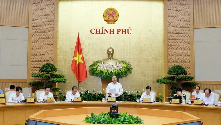 Premierminister Nguyen Xuan Phuc leitet turnusmäßige Sitzung der Regierung - ảnh 1