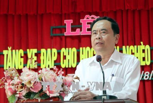 Vorsitzender der vaterländischen Front Vietnams  überreicht Stipendien an Schüler in Can Tho - ảnh 1