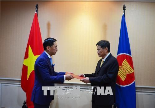 Vietnam setzt bevorzugte Zusammenarbeit der ASEAN beim Aufbau der ASEAN-Gemeinschaft um - ảnh 1