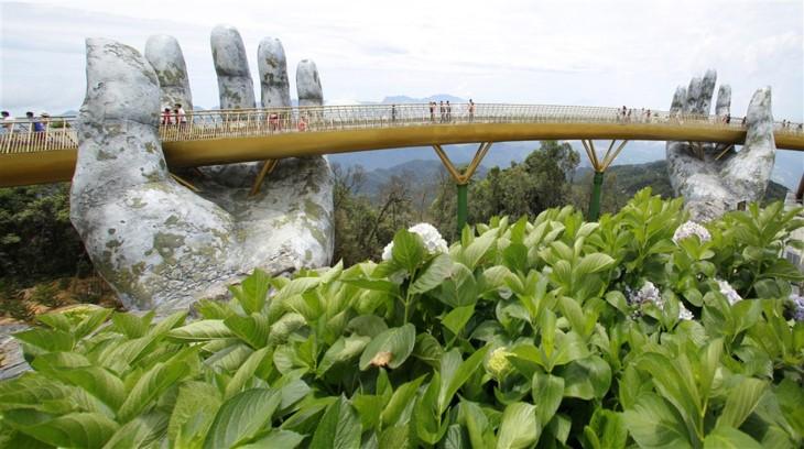 Cau Vang (Goldene Brücke) – Ein Bauwunder in Ba Na Hills - ảnh 2