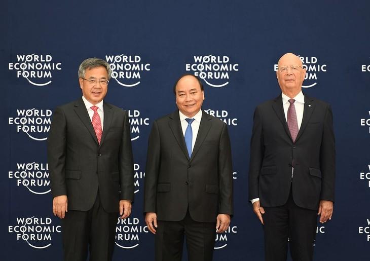 Premierminister Nguyen Xuan Phuc empfängt Politiker der Länder beim WEF ASEAN in Hanoi - ảnh 1