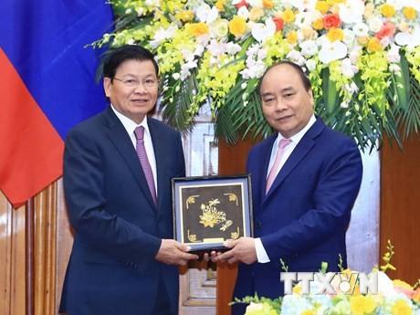 Premierminister Nguyen Xuan Phuc empfängt Amtskollegen aus Laos - ảnh 1