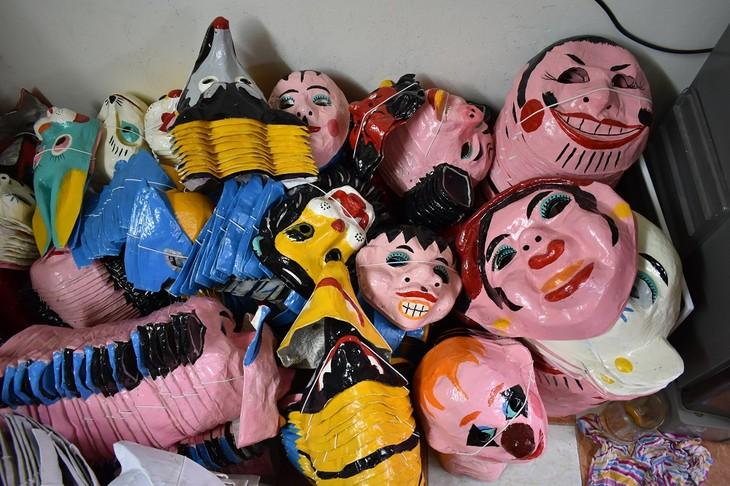 Letzte Familie in Hanoi, die Masken aus Boi-Papieren herstellt - ảnh 15