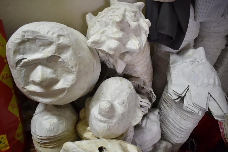 Letzte Familie in Hanoi, die Masken aus Boi-Papieren herstellt - ảnh 8