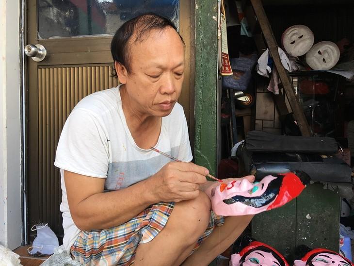 Letzte Familie in Hanoi, die Masken aus Boi-Papieren herstellt - ảnh 6