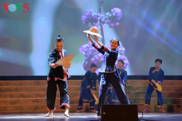 Eröffnung des Festivals der Kultur, des Sports und des Tourismus der verschiedenen Volksgruppen im Nordosten Vietnams - ảnh 10