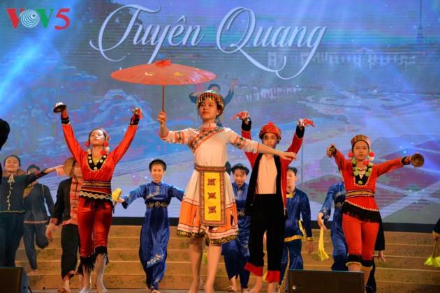 Eröffnung des Festivals der Kultur, des Sports und des Tourismus der verschiedenen Volksgruppen im Nordosten Vietnams - ảnh 12