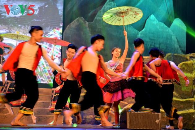 Eröffnung des Festivals der Kultur, des Sports und des Tourismus der verschiedenen Volksgruppen im Nordosten Vietnams - ảnh 16