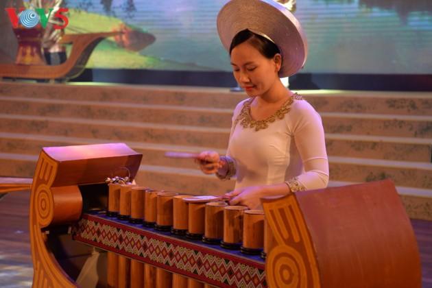 Eröffnung des Festivals der Kultur, des Sports und des Tourismus der verschiedenen Volksgruppen im Nordosten Vietnams - ảnh 8