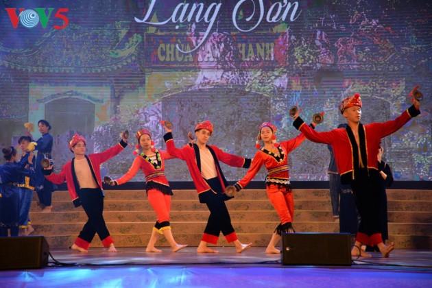 Eröffnung des Festivals der Kultur, des Sports und des Tourismus der verschiedenen Volksgruppen im Nordosten Vietnams - ảnh 9