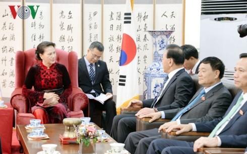 Parlamentspräsidentin Nguyen Thi Kim Ngan empfängt ehrenamtlichen Generalkonsul Vietnam in Südkorea - ảnh 1