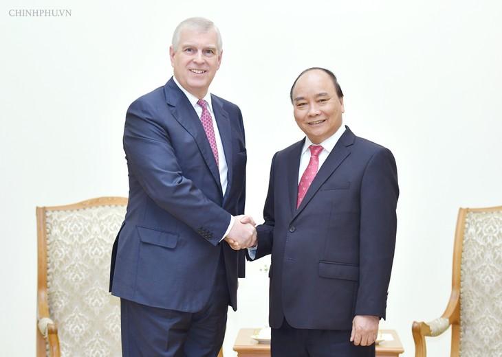 Premierminister Nguyen Xuan Phuc empfängt Prinz von Großbritannien - ảnh 1