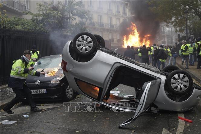 Frankreich setzt Steuererhöhung für Kraftstoff vorerst aus - ảnh 1