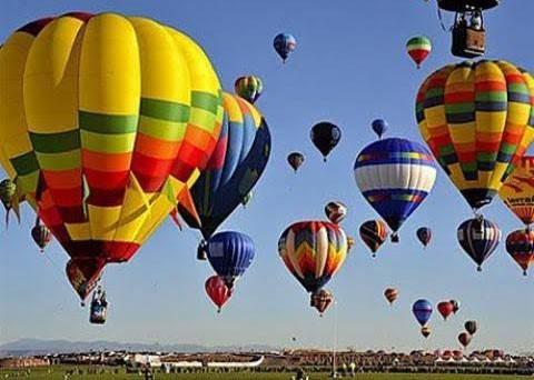 Eröffnung des Festivals mit Luftballons in Hue - ảnh 1