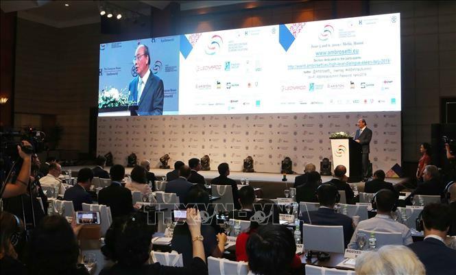 Premierminister Nguyen Xuan Phuc und Giuseppe Conte leiten gemeinsames Unternehmensforum zwischen Italien und ASEAN - ảnh 1