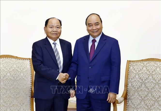 Premierminister Nguyen Xuan Phuc empfängt laotischen Innenminister - ảnh 1