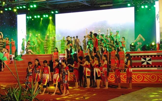 Eröffnung des Festival von Ginseng Ngoc Linh - ảnh 1