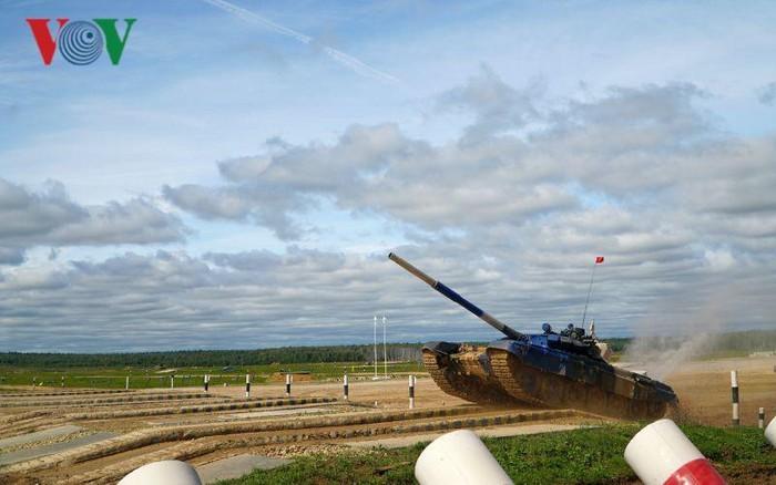 Army Games 2019: Vietnam nimmt 2. Rang beim Panzerrennen ein - ảnh 1