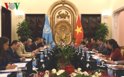 ປະທານຄະນະກຳມະການແຫ່ງຊາດ UNESCO ຫວຽດນາມເຈລະຈາກັບຜູ້ອຳນວຍການໃຫຍ່ອົງການ UNESCO - ảnh 1