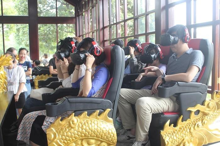 """ເຂົ້າຮ່ວມລາຍການທ່ອງທ່ຽວເໝືອນຈິງດ້ວຍໃຊ້ແວ່ນ Gear VR """"ໄປຊອກຫາພະລາຊະວັງທີ່ຖືກສູນຫາຍ"""" - ảnh 1"""
