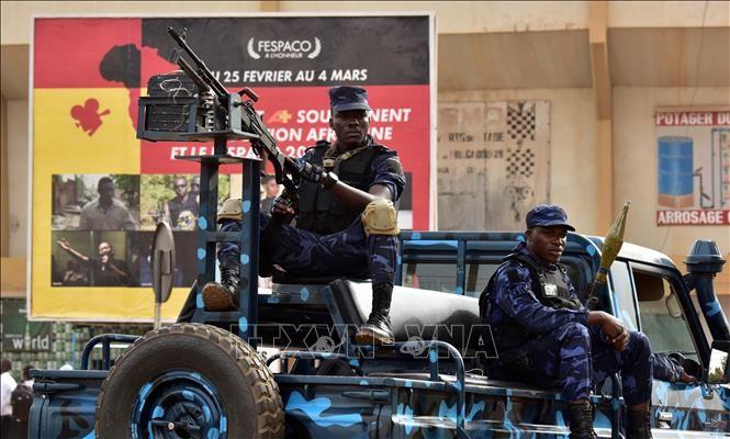 ເຫດບຸກໂຈມຕີກໍ່ການຮ້າຍຢ່າງລຽນຕິດເຮັດໃຫ້ຫຼາຍຄົນຮັບບາດເຈັບແລະເສຍຊີວິດຢູ່ Burkina Faso - ảnh 1
