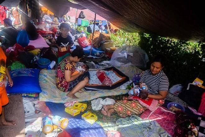 ແຜ່ນດິນໄຫວ, ຄື້ນຟອງຍັກຢູ່ ອິນໂດເນເຊຍ: ຜູ້ປະສົບເຄາະຮ້າຍນັບພັນຄົນໄດ້ເຄື່ອນຍ້າຍໄປເຖິງພາກໃຕ້ແຂວງ Sulawesi - ảnh 1