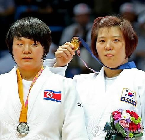 한국 – 조선,  동아시아  유도 선수권 대회에서 같은 깃발 아래 행진 - ảnh 1