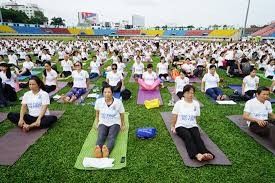6월 16일, 1200명의 하노이 시민들이 제4차 국제요가의 날 기념 공연 참가 - ảnh 1