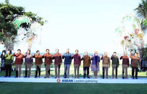 세계은행 – 국제통화기금 연례회의에 츠음하여 Nguyen Xuan Phuc 총리 및 아세안 지도자 만남 - ảnh 1