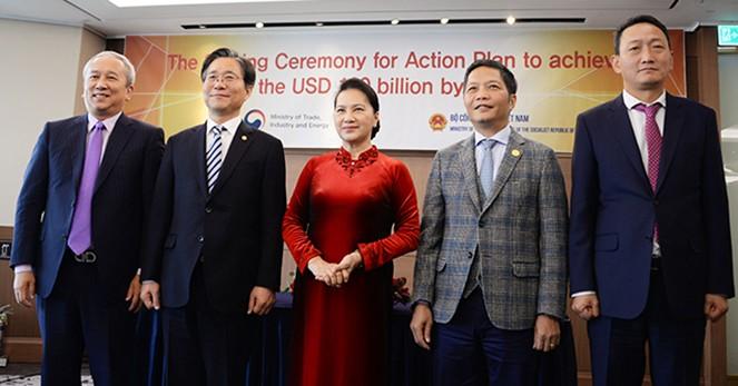 Nguyen Thi Kim Ngan 국회의장, 베트남 – 한국 무역액 제고에 대한 양해각서 체결식 임석 - ảnh 1