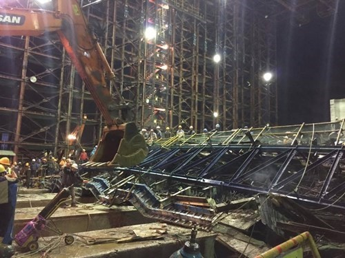 Deputy PM Hoang Trung Hai inspects rescue work after Formusa scaffold collapse  - ảnh 1