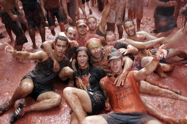The Tomatina Tomato-throwing Festival of the Spanish   - ảnh 1