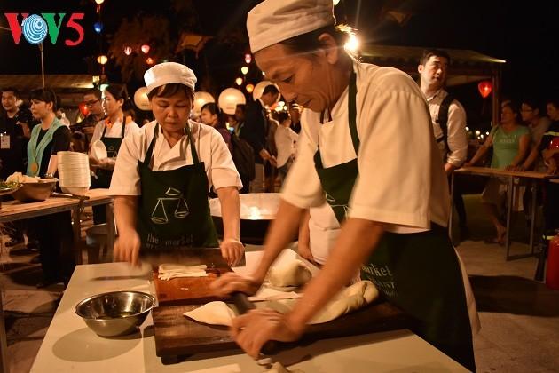 """""""Cao lau"""" y sus variedades a través de las manos de cocineros internacionales - ảnh 2"""