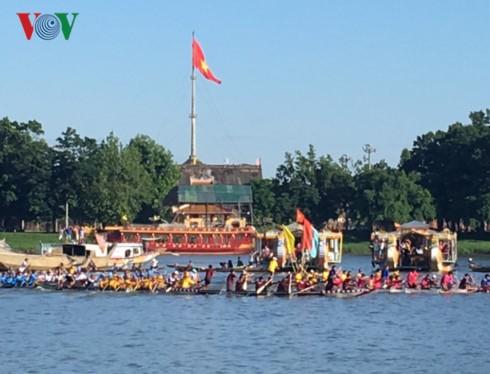 Celebran muchas actividades culturales y artísticas con motivo del Día Nacional de Vietnam - ảnh 1