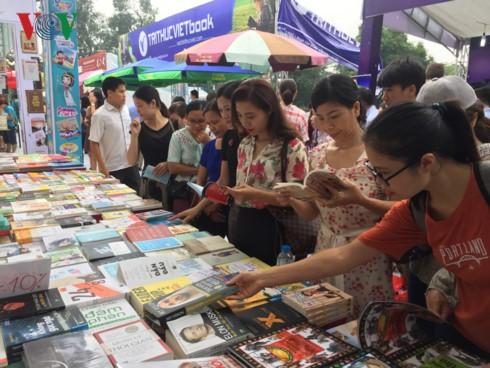 Inauguran la cuarta edición de la Feria del Libro de Hanói - ảnh 1