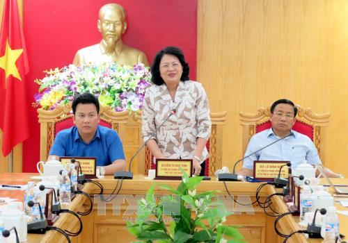 Vicepresidenta vietnamita entrega ayudas a Ha Tinh, perjudicada por el tifón Doksuri - ảnh 1