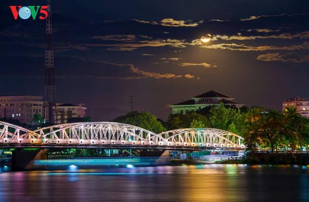 Momentos bellos de la antigua ciudad imperial de Hue - ảnh 15