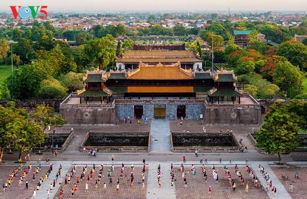 Momentos bellos de la antigua ciudad imperial de Hue - ảnh 7