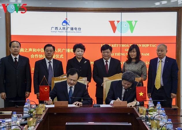 La VOV y la Radio Popular de Guangxi firman un nuevo tratado de cooperación - ảnh 1