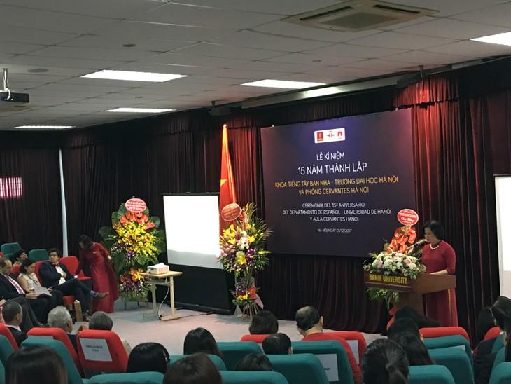 Conmemoran el 15 aniversario de la fundación del Departamento de Español de la Universidad de Hanói - ảnh 1