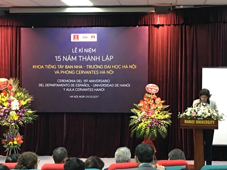 Conmemoran el 15 aniversario de la fundación del Departamento de Español de la Universidad de Hanói - ảnh 2