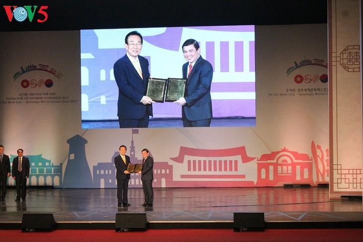 Millones de personas asisten al Festival Cultural Mundial Ciudad Ho Chi Minh- Gyeongju - ảnh 1