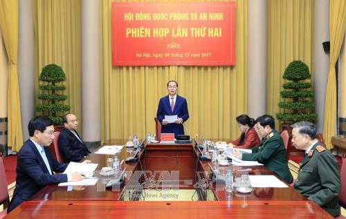 El presidente vietnamita orienta las nuevas metas de defensa y seguridad nacional para 2018 - ảnh 1