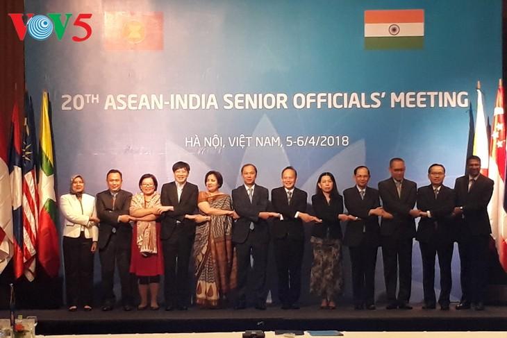 Altos funcionarios de la Asean y la India debaten sobre las relaciones bilaterales - ảnh 1