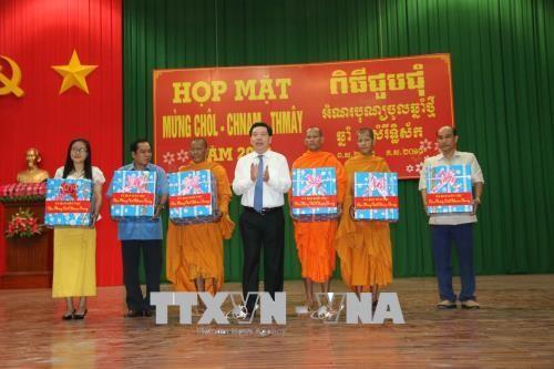 Jemeres de Tra Vinh celebran la fiesta de Chol Chnam Thmay - ảnh 1