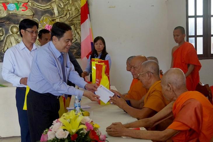 Jefe del Frente de la Patria de Vietnam felicita a comunidad jemer en ocasión de Chol Chnam Thmay - ảnh 1