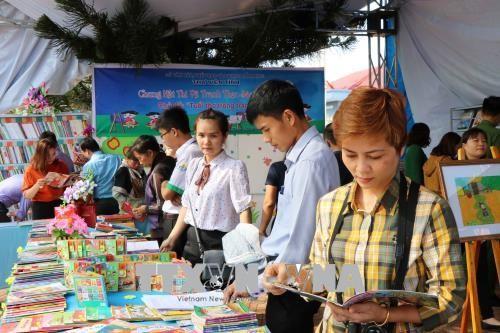 Localidades vietnamitas responden al Día Nacional del Libro - ảnh 1